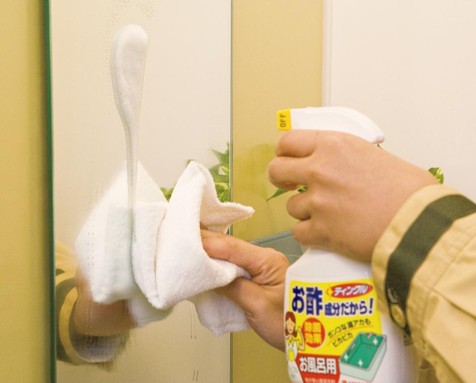 毎日のお手入れは、 シャワーで流して拭き取るだけ